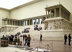 250px-Pergamonmuseum_Pergamonaltar